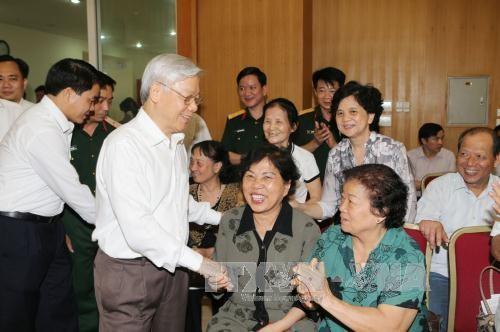 Máximo líder partidista en reuniones con electorado de Hanoi - ảnh 1