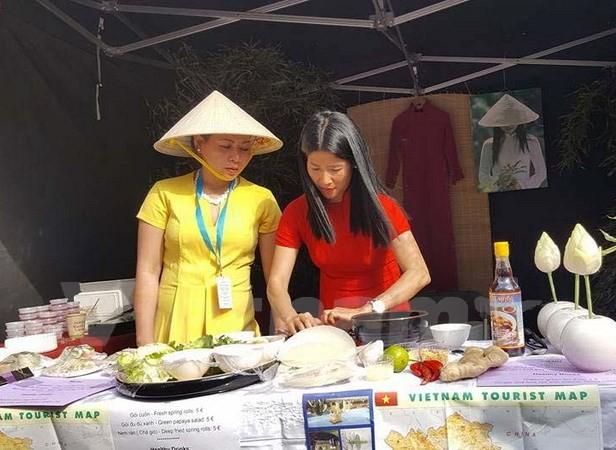 Comida vietnamita se destaca en la Jornada de Diversidad Cultural en Bélgica - ảnh 1
