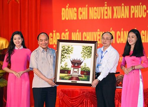 Primer ministro alienta espíritu de reforzamiento académico y moral entre estudiantes - ảnh 1