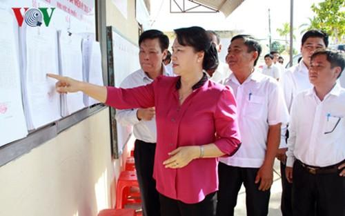 Presidenta parlamentaria chequea preparativos electorales en provincia de Kien Giang - ảnh 1
