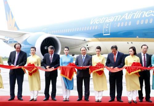 Primer ministro de Vietnam en acto de puesta en funcionamiento del aeropuerto Cat Bi - ảnh 1