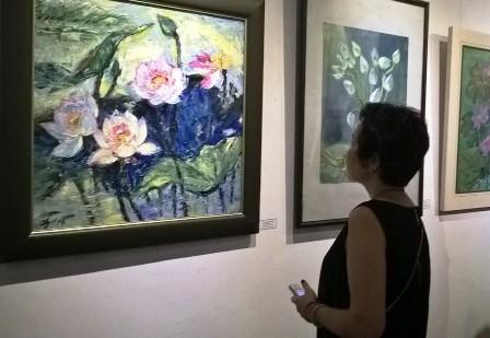 Inaugura en Hanoi la exposición de obras de arte sobre el tema de la flor de loto  - ảnh 1