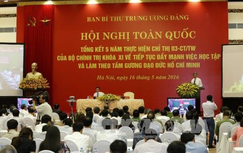 Verifican el estudio y seguimiento del ejemplo moral del presidente Ho Chi Minh - ảnh 1