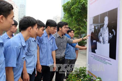 Exposiciones en conmemoración a los 126 años del natalicio del presidente Ho Chi Minh - ảnh 1