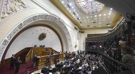 Parlamento venezolano rechaza el estado de excepción propuesto por Nicolás Maduro - ảnh 1