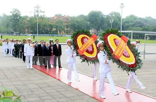 Conmemoración del aniversario 126 del natalicio de Ho Chi Minh en el país y exterior - ảnh 1
