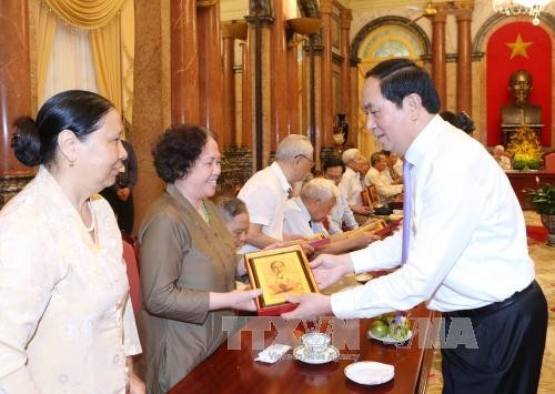 Jefe del Estado se reúne con ex soldados y funcionarios cercanos al presidente Ho Chi Minh - ảnh 1