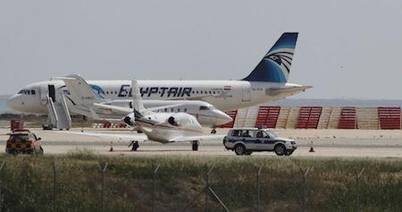 Vuelo MS804 de la aerolínea EgyptAir desaparece de su ruta de París a El Cairo - ảnh 1