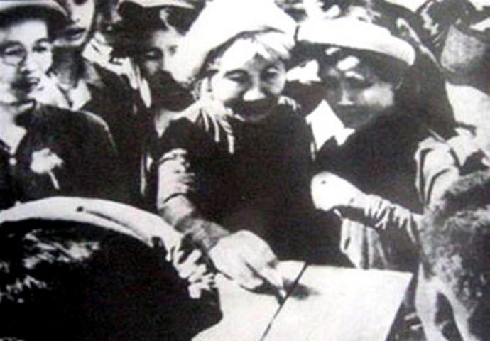 Imágenes históricas sobre las primeras elecciones generales de Vietnam - ảnh 5