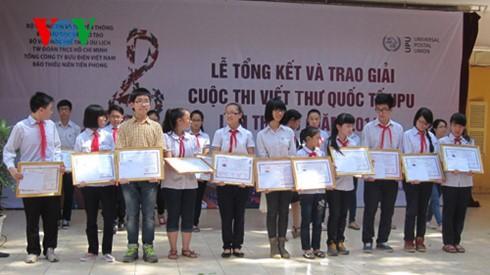 Entregan premios del Concurso juvenil de composiciones epistolares en Vietnam - ảnh 1