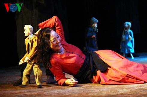 """Teatro de marionetas """"Ánade real envenenado"""", éxito de la colaboración artística Vietnam-Japón - ảnh 2"""