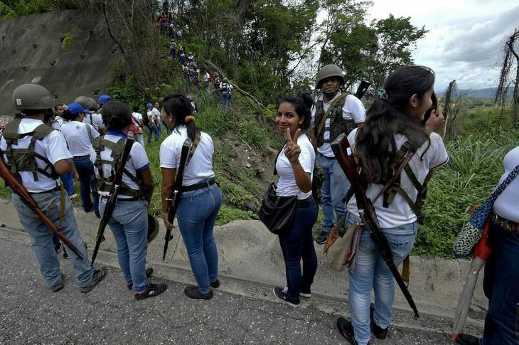 Maduro llama unidad cívico-militar para combatir las amenazas para Venezuela - ảnh 1