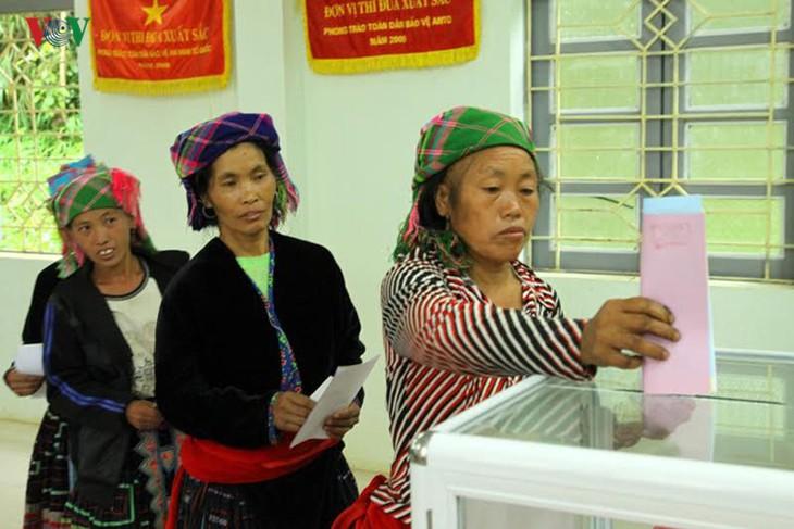 Millones de vietnamitas acuden a las urnas en total seguridad - ảnh 3
