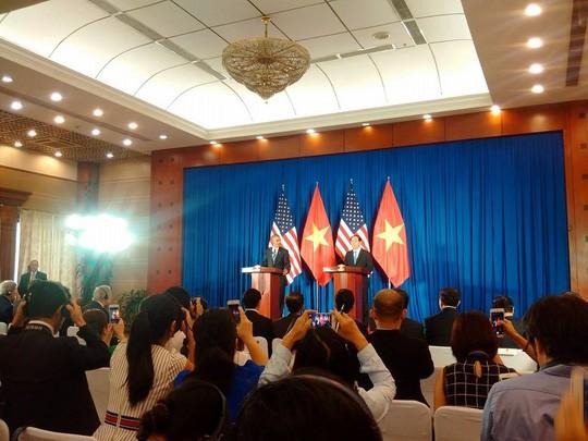 Inicia presidente de Estados Unidos visita de trabajo en Vietnam - ảnh 1