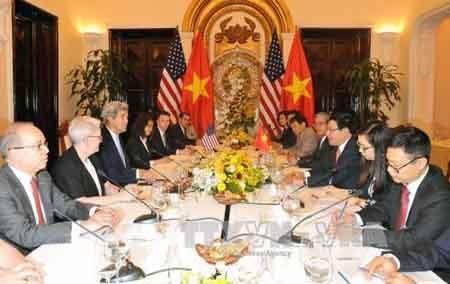 Canciller de Vietnam se reúne con secretario de Estado norteamericano - ảnh 1