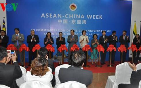Efectúan diversas actividades para conmemorar 25 aniversario de diálogo Asean-China - ảnh 1