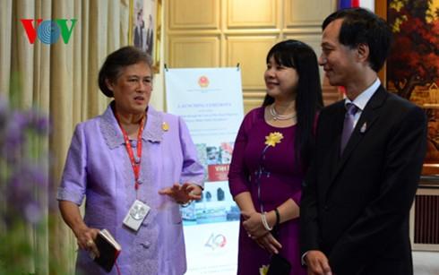 Presentan álbum fotográfico sobre Vietnam de la princesa tailandesa - ảnh 1