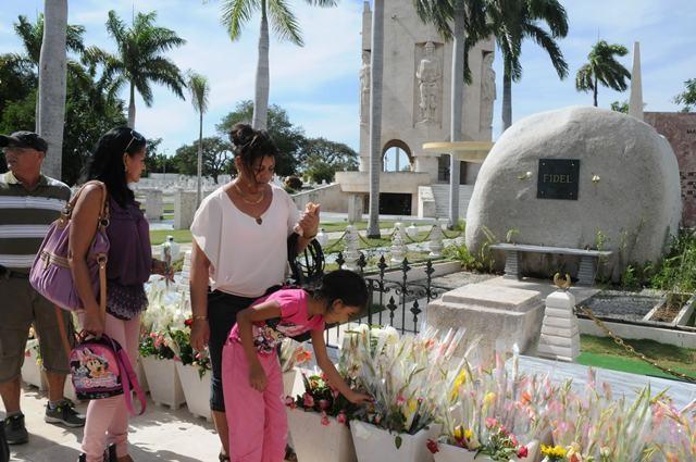 Continúa el tributo a Fidel, a un mes de su desaparición física - ảnh 1