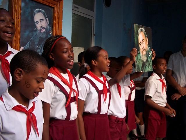 Continúa el tributo a Fidel, a un mes de su desaparición física - ảnh 4