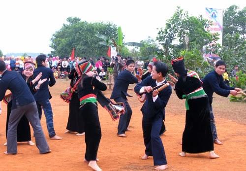 Los Kho Mu y sus solemnidades tradicionales - ảnh 3