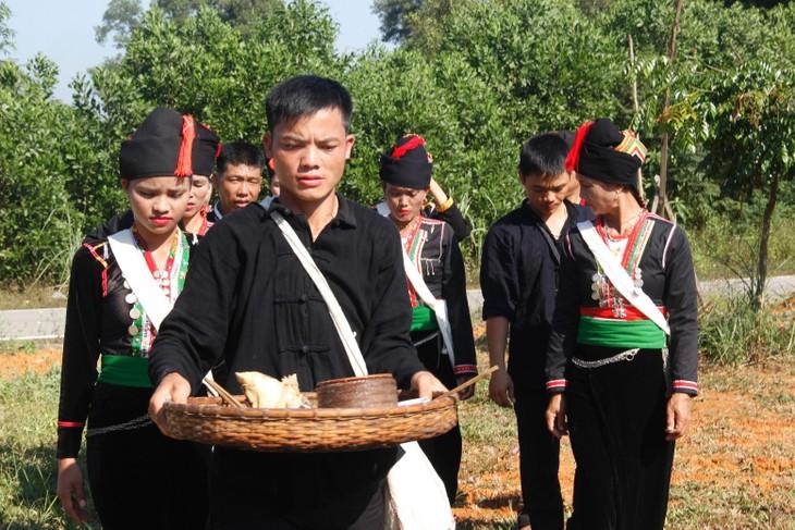 Los Kho Mu y sus solemnidades tradicionales - ảnh 1
