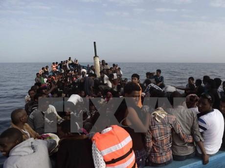 Guardia Costera libia detiene a cientos de migrantes en mar - ảnh 1