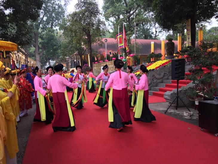 Rinden homenaje a antepasados en la Ciudadela Real Thang Long-Hanoi - ảnh 1