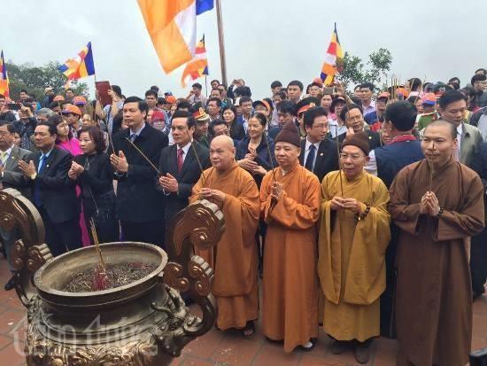 Exaltan identidad cultural nacional en festividades primaverales en Vietnam - ảnh 1