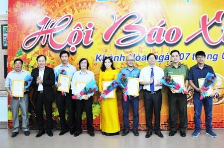 Concluyen en provincia sureña vietnamita Festival de Periódicos Primaverales del Gallo  - ảnh 1