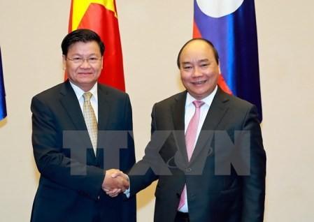 Primer ministro de Laos concluye exitosa visita en Vietnam  - ảnh 1