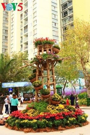 Flores primaverales alegran zona urbana ecológica - ảnh 2
