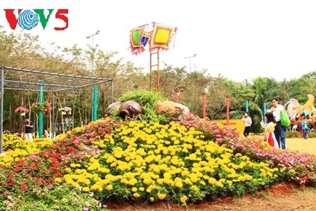 Flores primaverales alegran zona urbana ecológica - ảnh 3