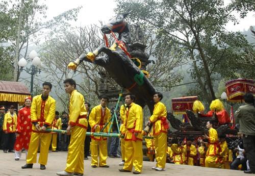 Fiestas primaverales resaltan rasgos culturales de campos vietnamitas - ảnh 2