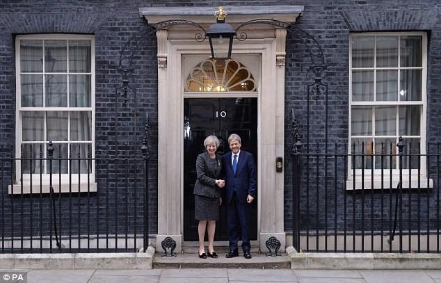 Premieres de Reino Unido e Italia debaten sobre el Brexit - ảnh 1