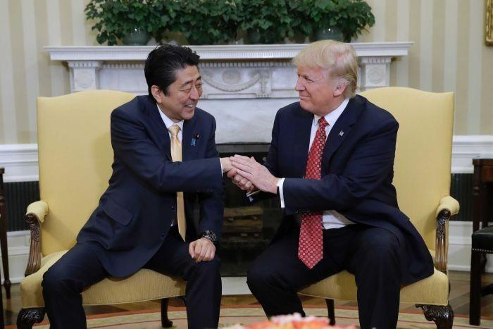 Washington y Tokio acuerdan promover cooperación comercial bilateral - ảnh 1