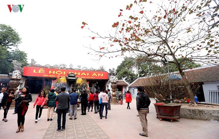Prosiguen en Vietnam fiestas tradicionales en memoria a los méritos de la dinastía Tran - ảnh 1