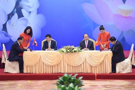 Medios de Laos destacan éxito de la reunión intergubernamental de su país con Vietnam - ảnh 1