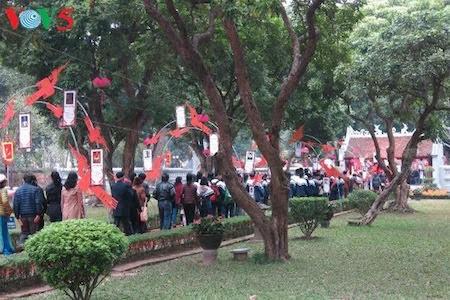 Día de la Poesía de Vietnam, en el Templo de la Literatura, en Hanoi - ảnh 2
