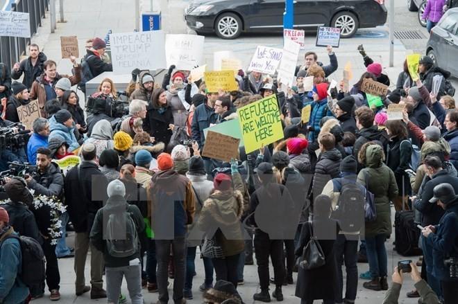 Casa Blanca considera promulgar nueva orden ejecutiva de inmigración - ảnh 1