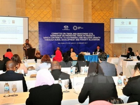 Altos funcionarios de APEC siguen debates sobre diversos temas clave  - ảnh 1