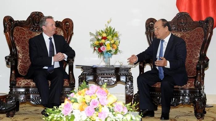 Vietnam ratifica apoyo a empresarios e inversionistas británicos - ảnh 1