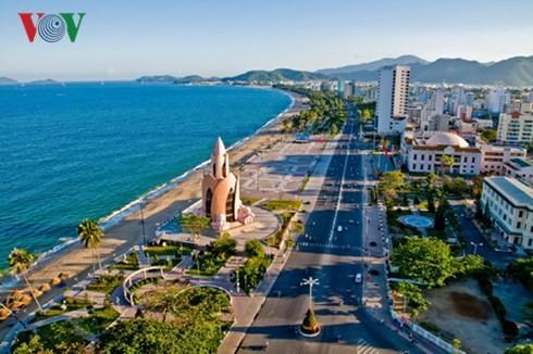 Provincia de Khanh Hoa presenta su belleza paisajística y cultural a delegados del foro APEC - ảnh 1
