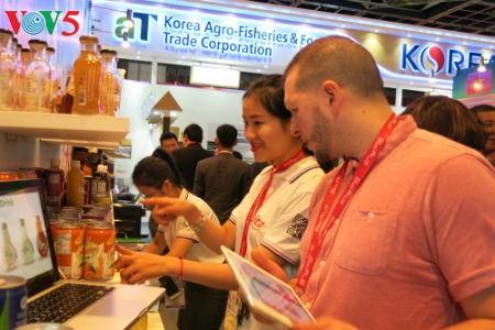 Empresas vietnamitas promueven productos agrícolas en feria Gulfood en Dubai - ảnh 9
