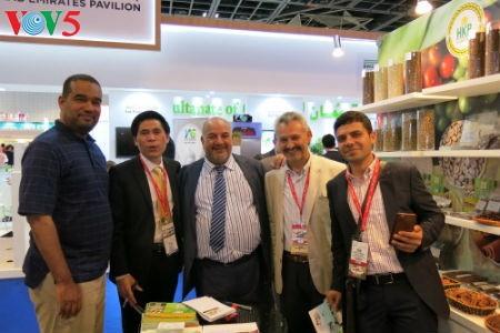 Empresas vietnamitas promueven productos agrícolas en feria Gulfood en Dubai - ảnh 12