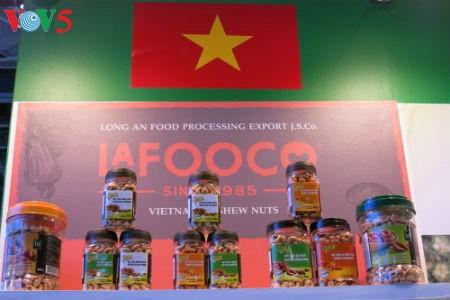 Empresas vietnamitas promueven productos agrícolas en feria Gulfood en Dubai - ảnh 11