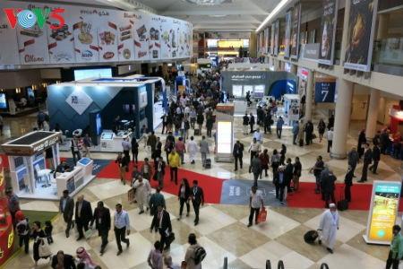 Empresas vietnamitas promueven productos agrícolas en feria Gulfood en Dubai - ảnh 3