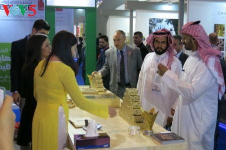 Empresas vietnamitas promueven productos agrícolas en feria Gulfood en Dubai - ảnh 4