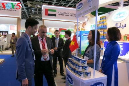 Empresas vietnamitas promueven productos agrícolas en feria Gulfood en Dubai - ảnh 5