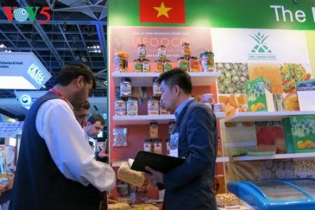 Empresas vietnamitas promueven productos agrícolas en feria Gulfood en Dubai - ảnh 6