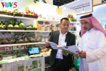 Empresas vietnamitas promueven productos agrícolas en feria Gulfood en Dubai - ảnh 8